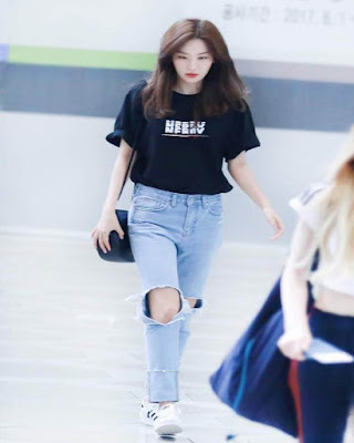 outfit coreano casual con playera