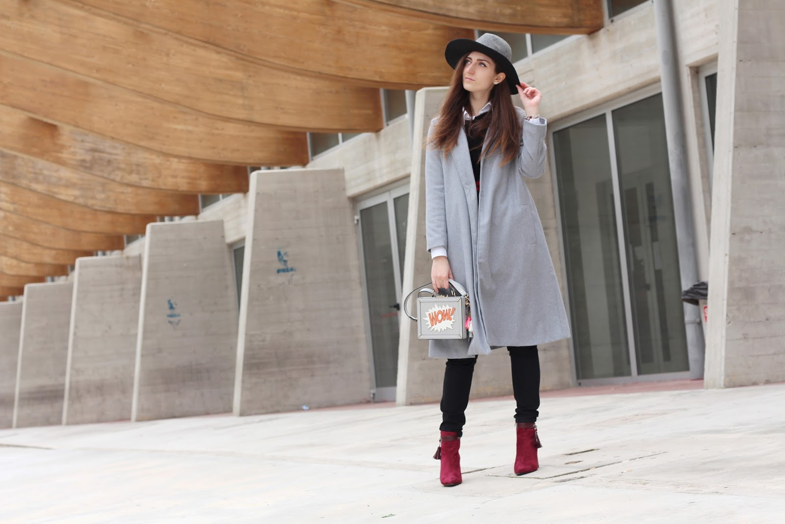 fashion style blogger italian girl italy vogue glamour pescara university shein sheinside coat grey cappotto grigio lungo cappello hat stradivarius boots stivali scarpe shoes amiclubwear accessorize wow bag borsa cartoon ocean fashion earrings orecchini