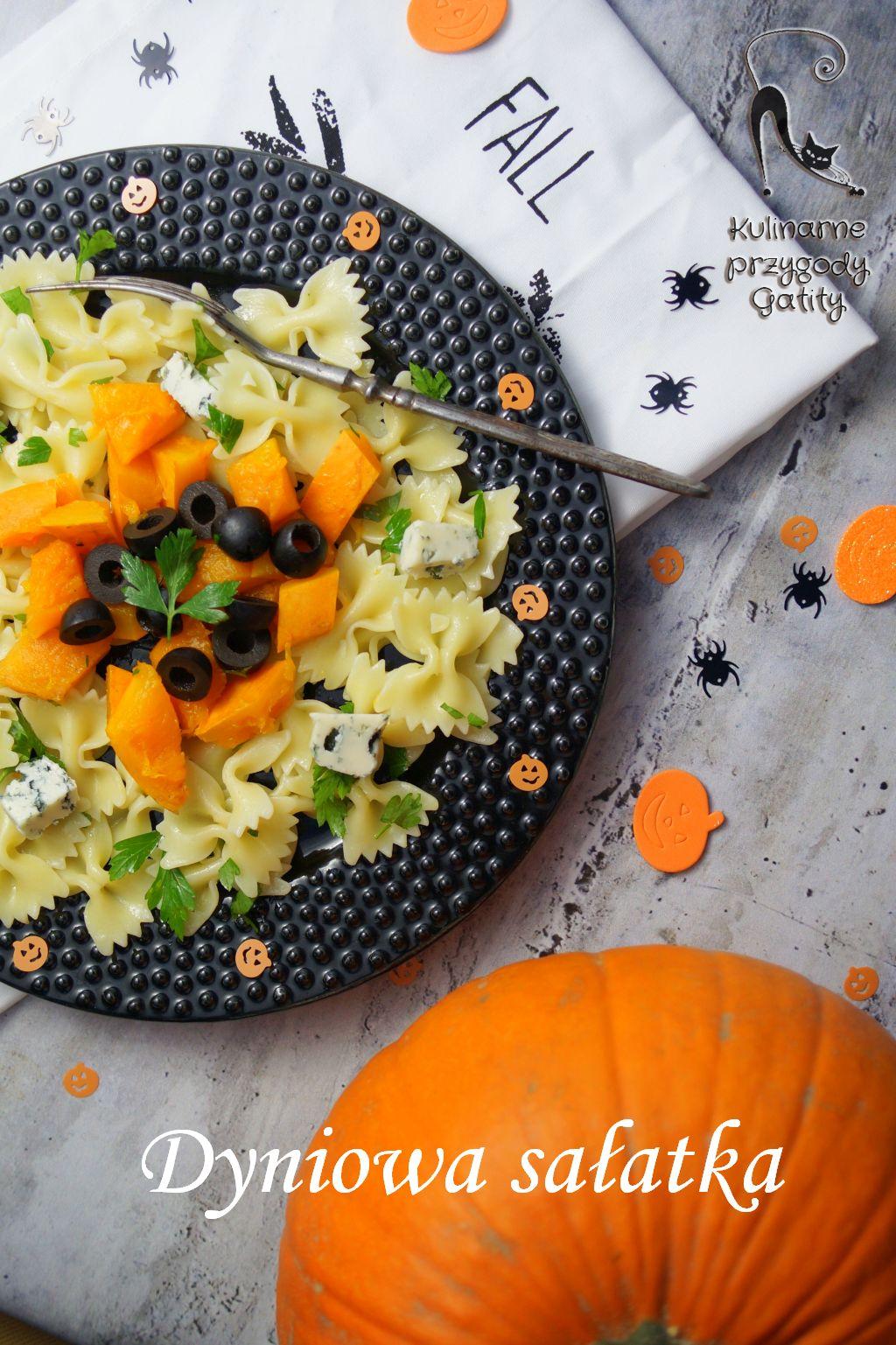 kolorowa-salatka-na-czarnym-talerzu