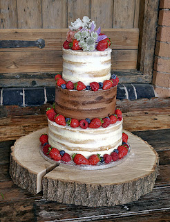 strawberry-shortcake-wedding-cake-with-wooden-cake-stand