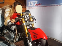 Crazy! 18-year-old girl broke a 200 km / hour record of rising Royal Enfield