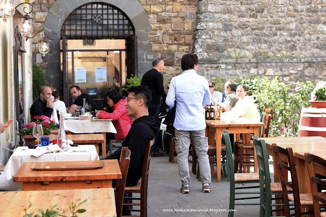turyści w Castellina in Chianti