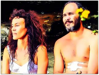 Santa y Andrés - Santa (Lola Amores) e Andrés (Eduardo Martinez) na Praia