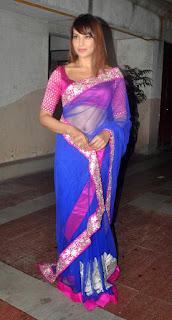 Bipasha-Basu-hot-saree