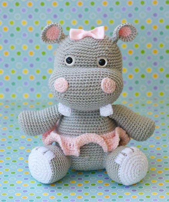 hipopótamo amigurumi tutorial - YouTube | Brinquedos de crochê ... | 673x564