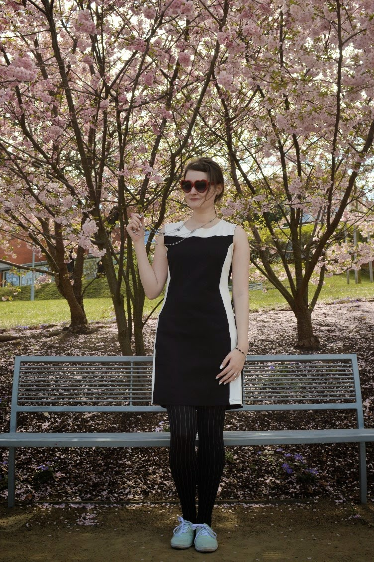 georgiana, quaint, quaintrelle, sakura, cherry blossom, bloom, pink, outfit, ootd, black, white, heart shaped glasses, mods, twiggy, 1960s