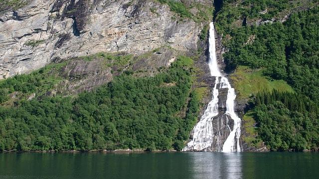 Водопад «Семь сестер»