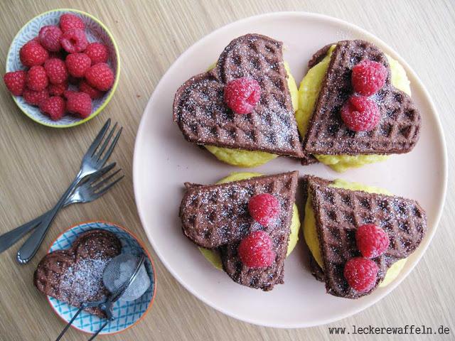 Haselnuss-Brownie-Waffeln mit Mango-Sorbet (Paleo, frei von Getreide, Gluten, Laktose, Casein)