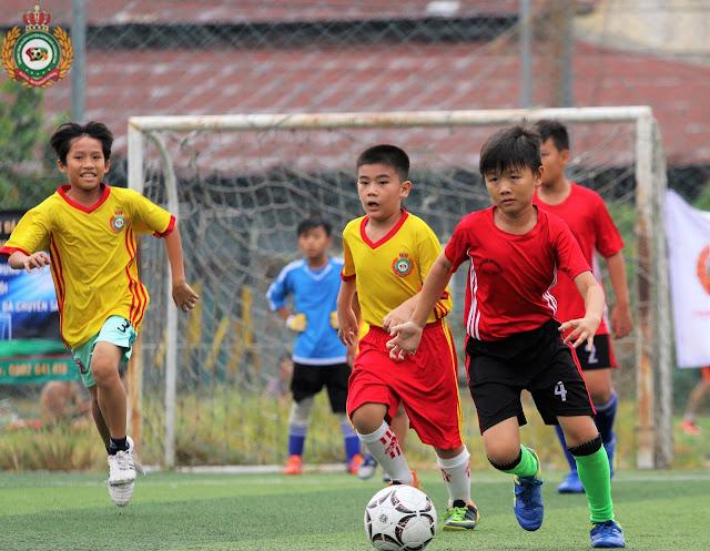 Vì sao nên cho trẻ học bóng đá, bóng đá có lợi ích gì?