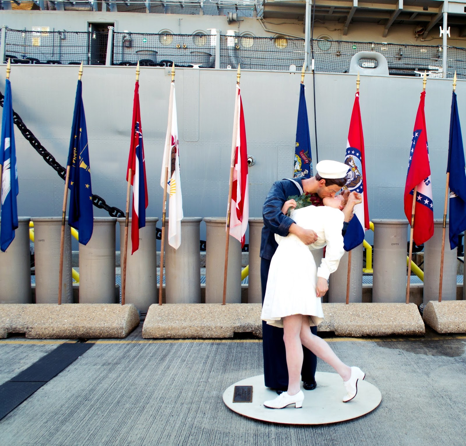 Iconic statue of Sailor kissing nurse WWII in Pearl Harbour