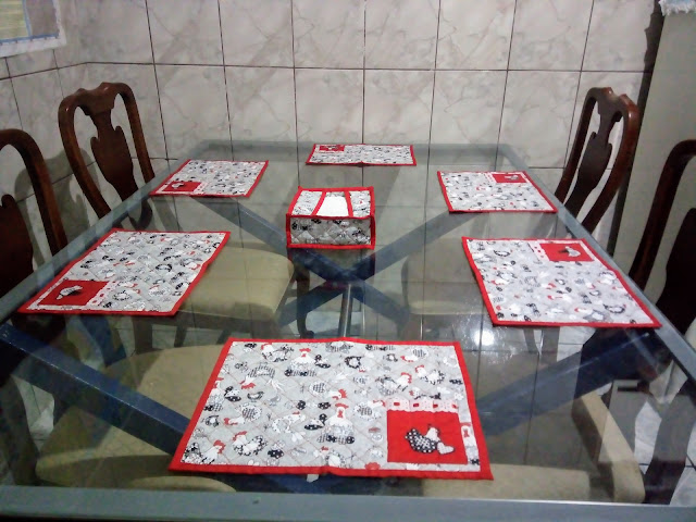 http://www.artesanatoirene.blog.br/2017/07/jogo-americano-com-porta-guardanapo.html