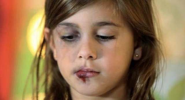 2cbe2e11f3c Παιδική κακοποίηση: Το 90% των περιπτώσεων δεν καταγγέλλεται - 9 στους 10  θύτες είναι οι γονείς (βίντεο)