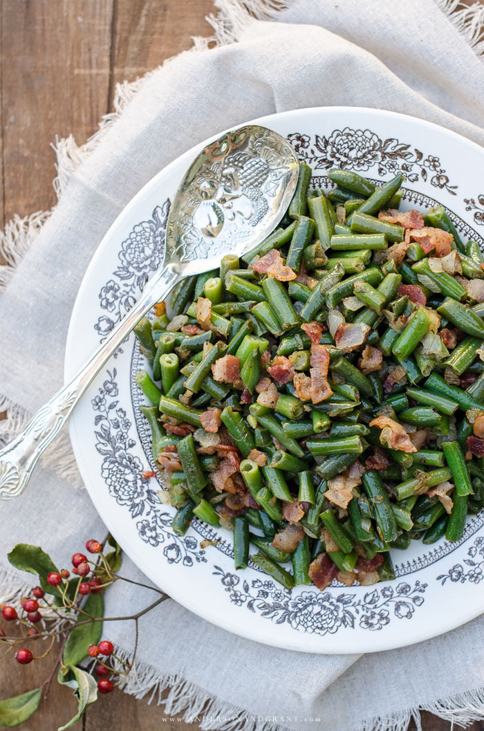 Delicious twist to ordinary green beans.  Check out this recipe for Bacon and Onion Green Beans.  #recipe #vegetables #sidedishes #andersonandgrant