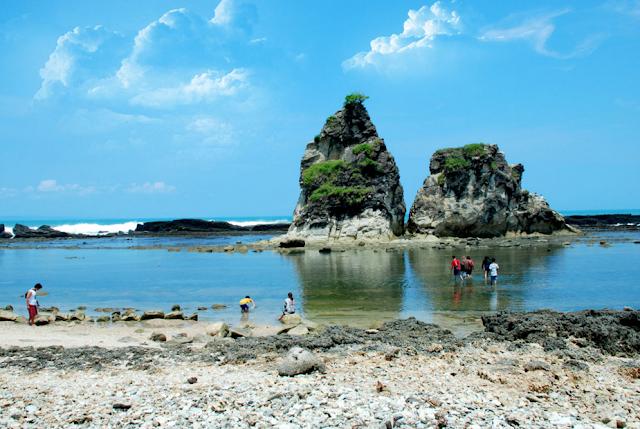 Banten adalah salah satu provinsi yang mempunyai perkembangan lumayan pesat Pantai di Banten