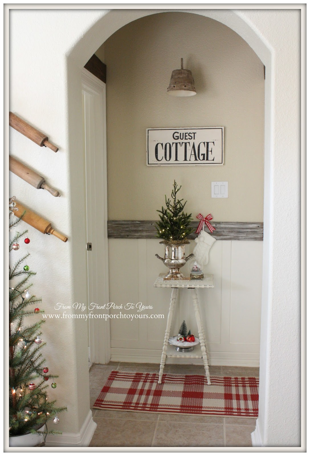 Farmhouse Christmas Vignette- From My Front Porch To Yours