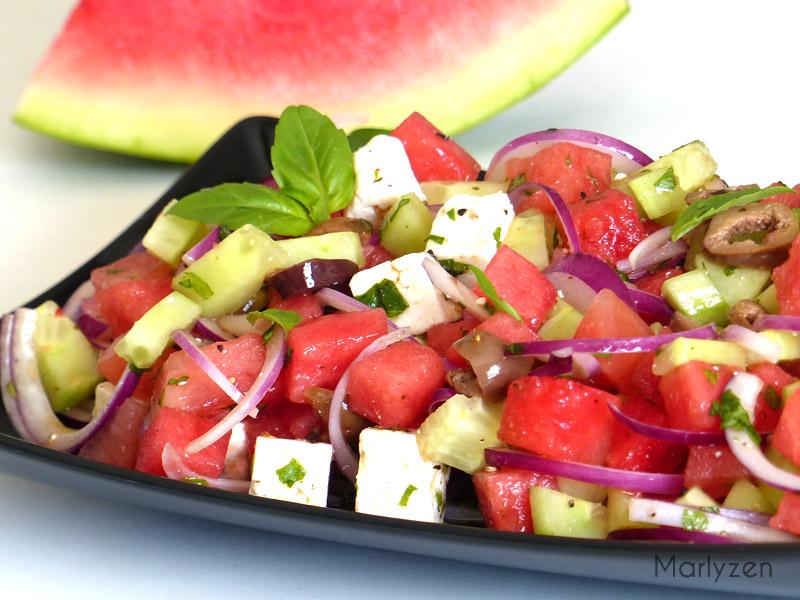 Salade rafraîchissante : pastèque, concombre, feta, olives