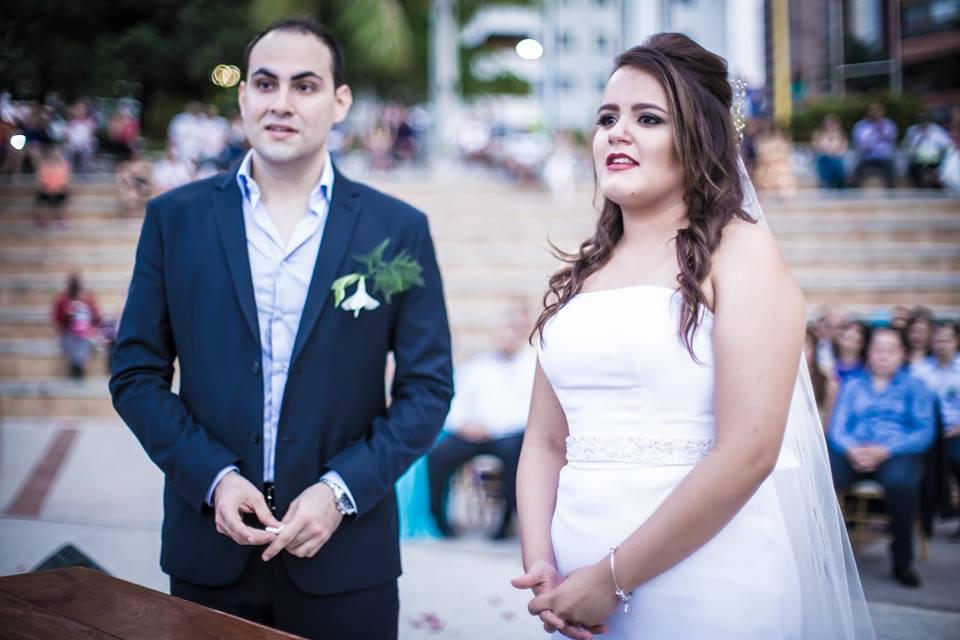 Casal casando na praia de iracema, no anfiteatro da beira mar, em fortaleza