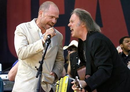 Gord Downie, Neil Young (AP Photo)