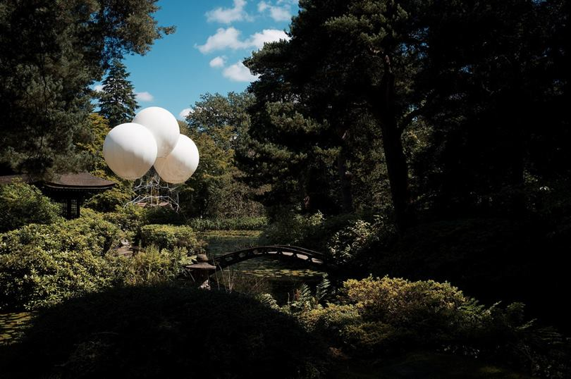 Pont de Singe is a Hanging Bridge Suspended by Helium-Filled Balloons in the UK