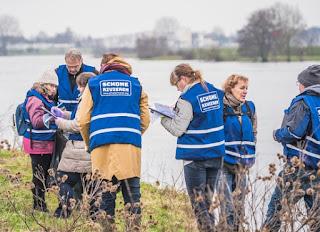 Foto cover Wat spoelt er aan op rivieroevers? : resultaten van twee jaar afvalmonitoring aan de oevers van de Maas en de Waal