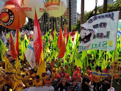 Milhares de trabalhadores protestam contra a reforma trabalhista e previdenciária em todo o Brasil