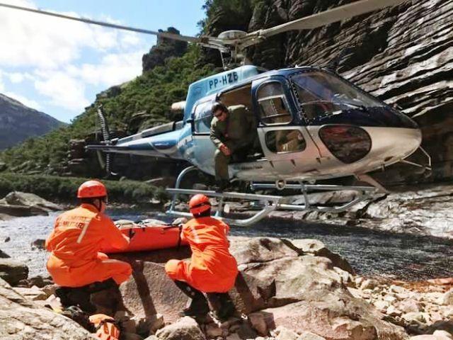 Chapada: Bombeiros resgatam corpo de turista francês na Cachoeira da Fumaça