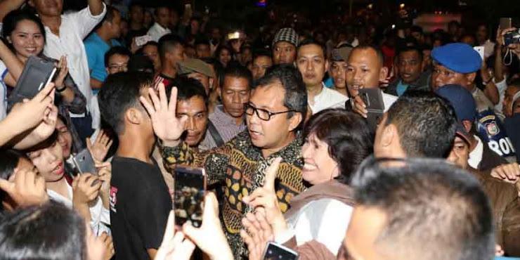 Warga Makassar Bubarkan Aksi Pendukung Ahok di Pantai Losari