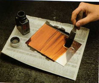 El maravilloso mundo del grabado procesos del aguafuerte for Se puede pintar encima del barniz