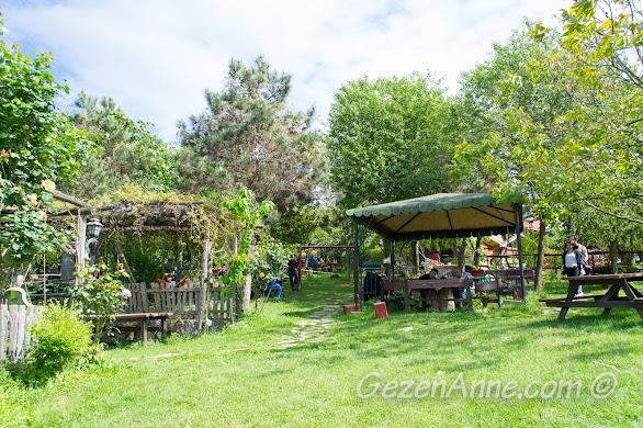 Stella'nın geniş yeşillik ortamı çocukların doğada koşuşturması için çok uygun, Polonezköy