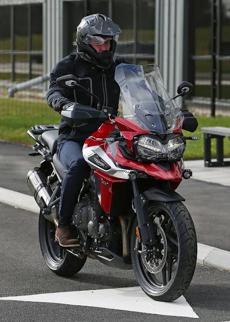 Książę William w Triumph Motorcycle oraz HORIBA MIRA