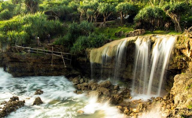 Pantai Jogan Gunungkidul, Keunikan Air Terjun yang Menakjubkan