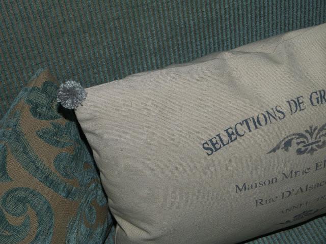 isabelvintage-vintage-almohadon-pompones-lana-estarcido