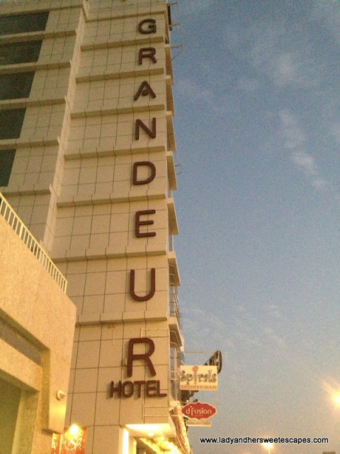 Grandeur Hotel Outside