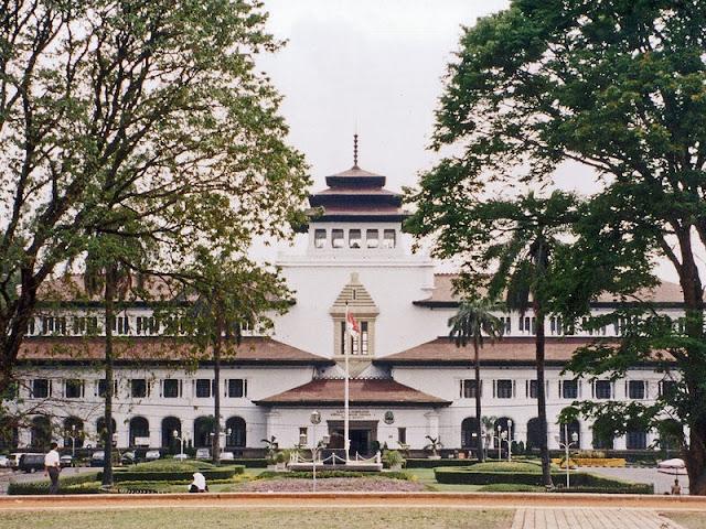 Gedung Sate Bandung Tempat Wisata Bersejarah Yang Melegenda