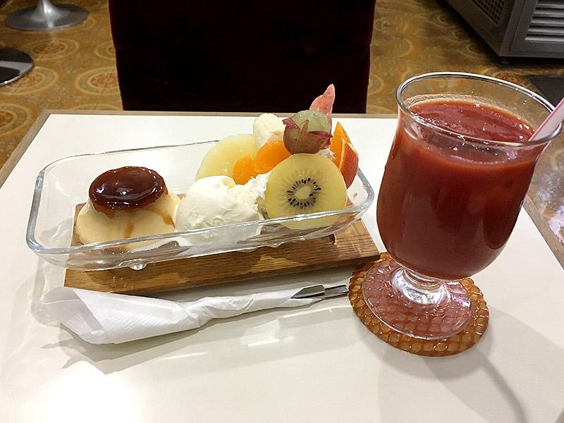JR小岩駅より南へ4・5分ほどにある純喫茶『珈琲レモン』のプリンアラモードとトマトジュース