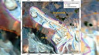 La historia empezó en 2004, cuando el gobierno chileno autorizó a la firma Antofagasta Minerals la instalación de la escombrera Cerro Amarillo, al norte del yacimiento Los Pelambres, la séptima mina de cobre más grande del mundo. El botadero se usó, por lo menos, entre fines de 2007 y 2012. Allí arrojaron todos los deshechos de la mina: desde neumáticos hasta rocas sin valor comercial por el bajo o nulo contenido de los minerales buscados, pero capaces de provocar drenaje ácido, una forma de contaminación.
