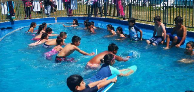 Talleres de natación para menores de 7 a 12 años, en Los Lagos
