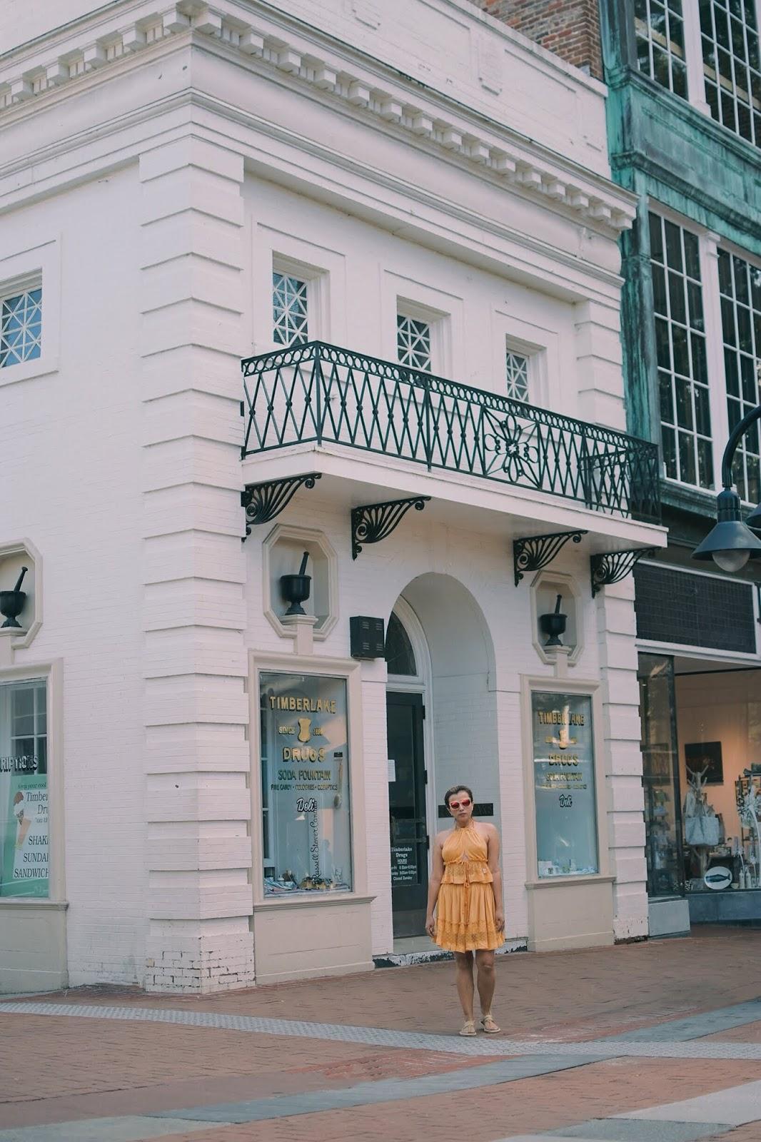 Verano en Amarillo - mariestilo-lookoftheday-fashionblogger-streetstyle-verano-charlottesville-virginiaisforlovers-travelblog-