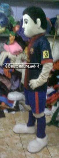 gambar kostum badut maskot lionell messi tampak samping
