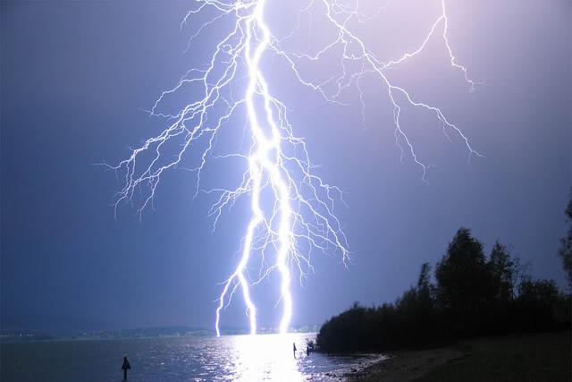 (Cuaca Ekstrim) Selain Waspada Banjir dan Pohon Tumbang, Petir Juga Mengancam