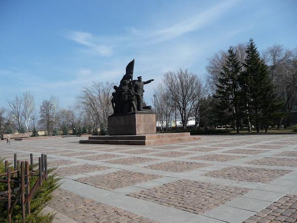 Памятник героям десанта Ольшанского