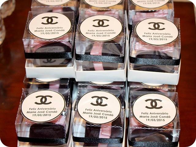 Caixinhas Personalizadas com Bem Casados Aniversário Chanel