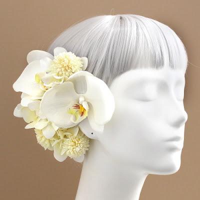 白小菊と胡蝶蘭の髪飾り_ウェディングブーケと花髪飾りairaka
