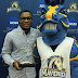 Medaille senior Johnathan Belton of Buffalo recognized as Male Athlete of the Year