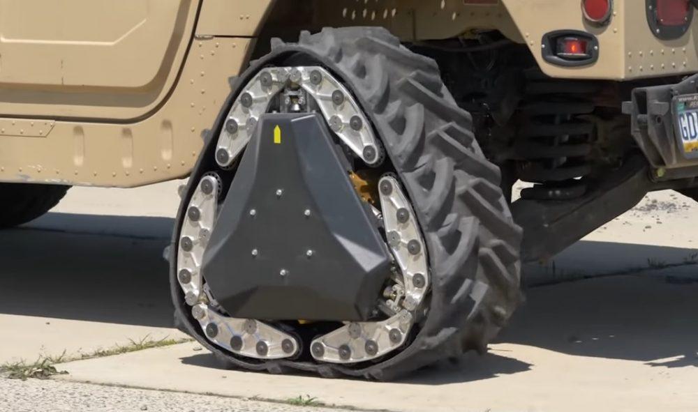 3db9501b970 Mobilidade em terrenos diferentes é vital para o equipamento moderno das  forças armadas de vários países. Um carro com rodas normais pode  deslocar-se com ...