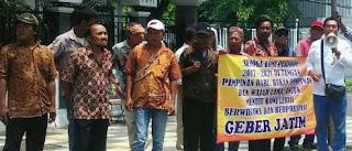 Massa Demo Tuntut Kejaksaan Usut Tuntas Korupsi KONI Jatim