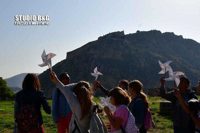 Τα παιδιά μαθαίνουν για την «Συμβολή του αέρα στην εξέλιξη του Ναυπλίου» (βίντεο)