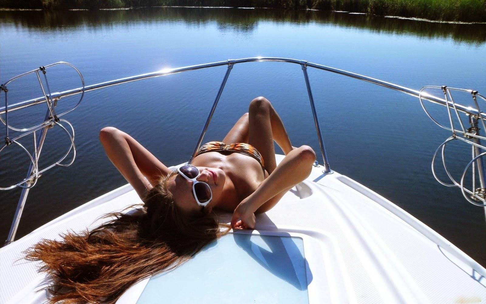 Красивые девушки на катере кайфуют — pic 1