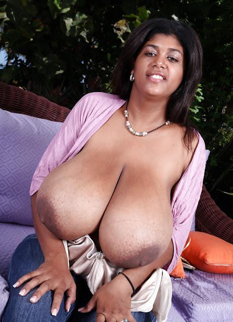 Bild von Riesentitten einer schwarzen Frau