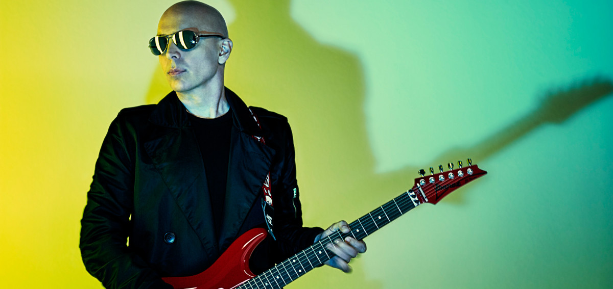 "Hear new Joe Satriani's song ""What Happens Next"""